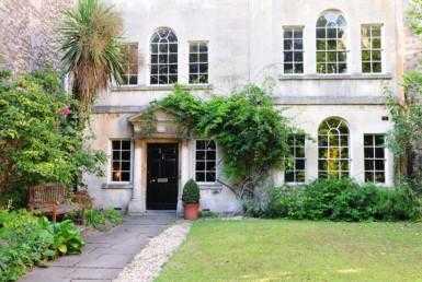 24 385x258 - Apartment in Historic Villa for Rent